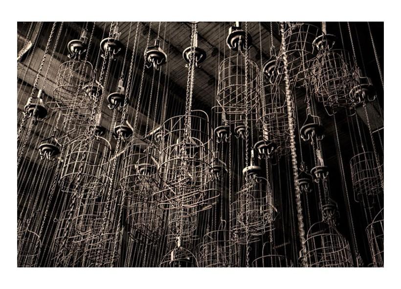 Spogliatoio in una miniera in Germania. I minatori mettevano i loro vestiti nei cestini, poi tramite una catena sollevavano i cestini fino al soffitto e assicuravano con un lucchetto la catena a dei blocchi.