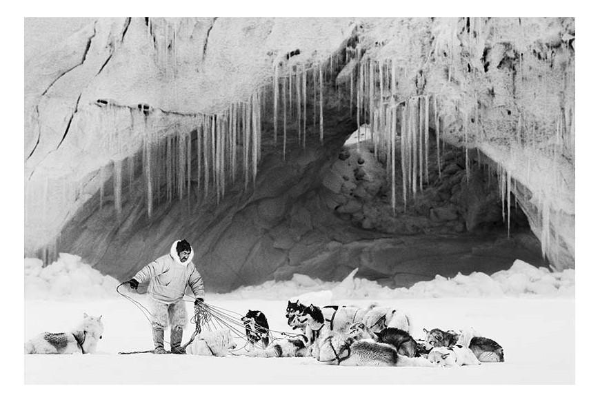 Ragnar Axelsson© - Thule, Mikide sull'Inglefield Fjord, Groenlandia, 1999