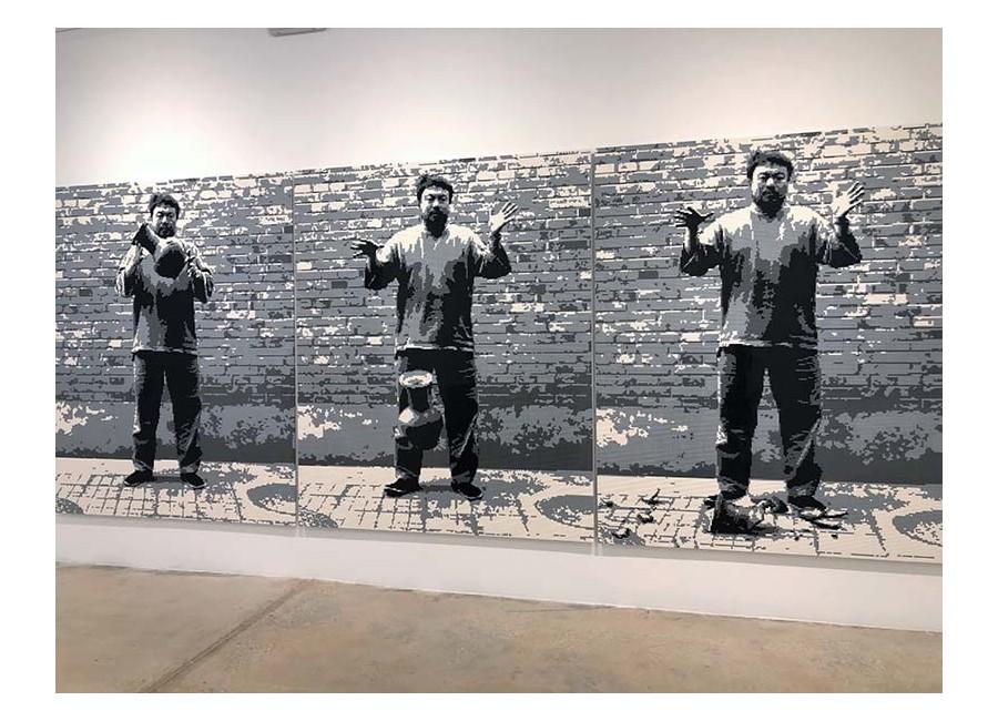 Ai Wei Wei, Dropping a Han Dynasty Urn (Lego), 2015.